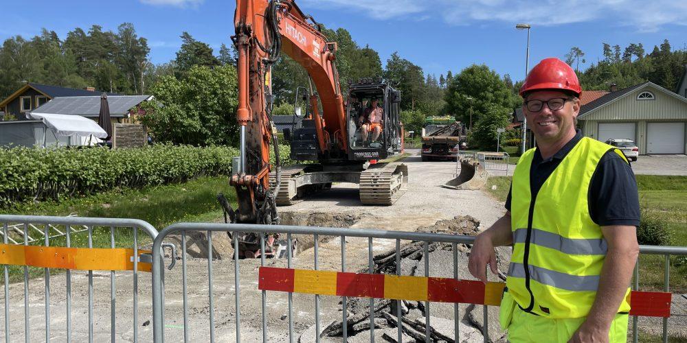 Projektledare Örjan Andersson vid arbetet i Genaområdet i Sjuntorp.